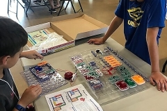 grand-vue-park-day-camps-Campers-experiment-with-circuits-during-coding-week