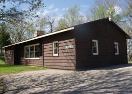"""Grand Vue Park Traditional Cabin - """"Bluebird"""""""